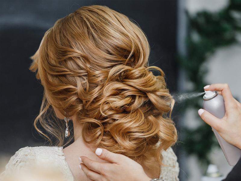 Shampoo secco e fragranze per capelli: la soluzione per una chioma sempre perfetta