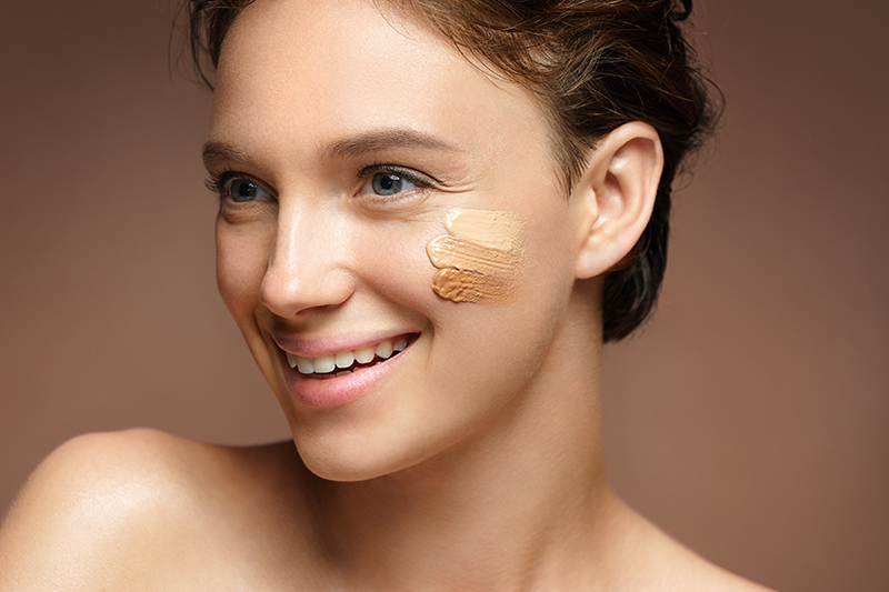 Spring awakens all the senses, so why not wake up our complexion too? Let's find out the best cosmetic packaging for concealer and foundation: true allies against dark circles and imperfections