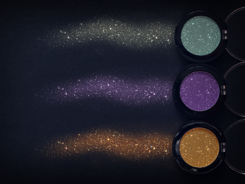 E' glitter mania: il nuovo trend per un  make-up unico