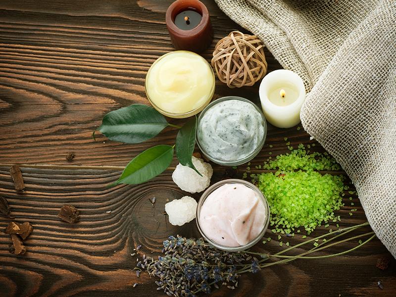 Bio make-up and natural cosmetics
