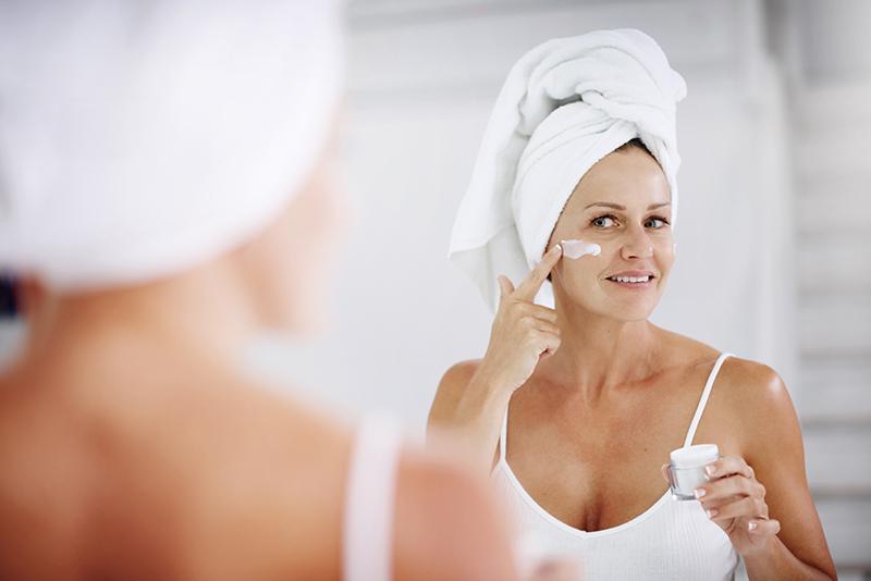 Combattere il tempo a colpi di skin care? Scopri come con i contenitori per creme anti-age