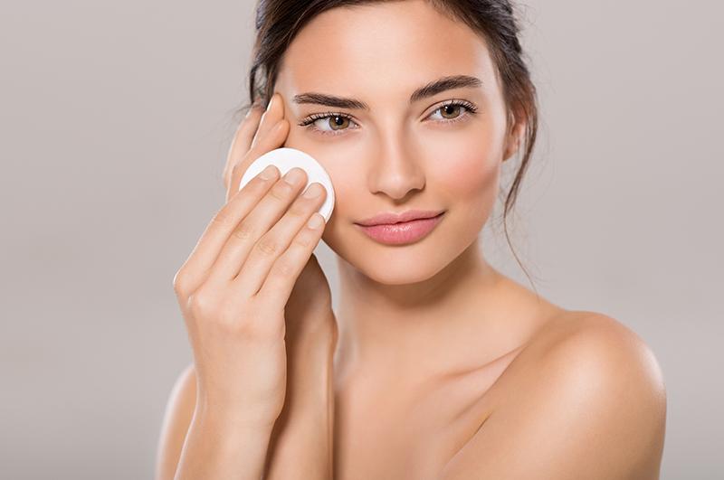 """Flaconi per cosmetici da """"night routine"""": come prendersi cura della pelle anche di notte"""