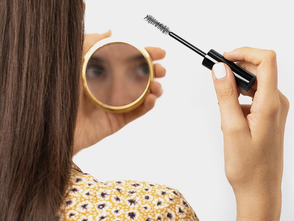 La Beauty Routine per ciglia e sopracciglia forti e sane