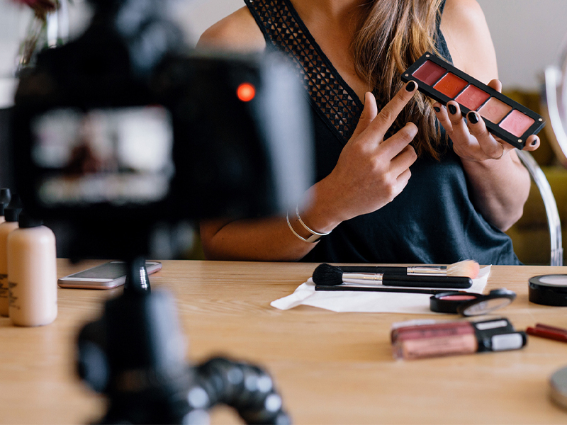 Beauty influencer: a reference for millions of users