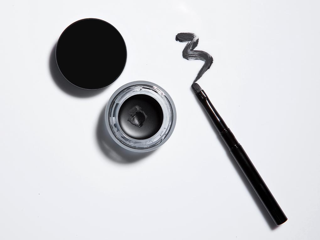 Make-up enhances male beauty