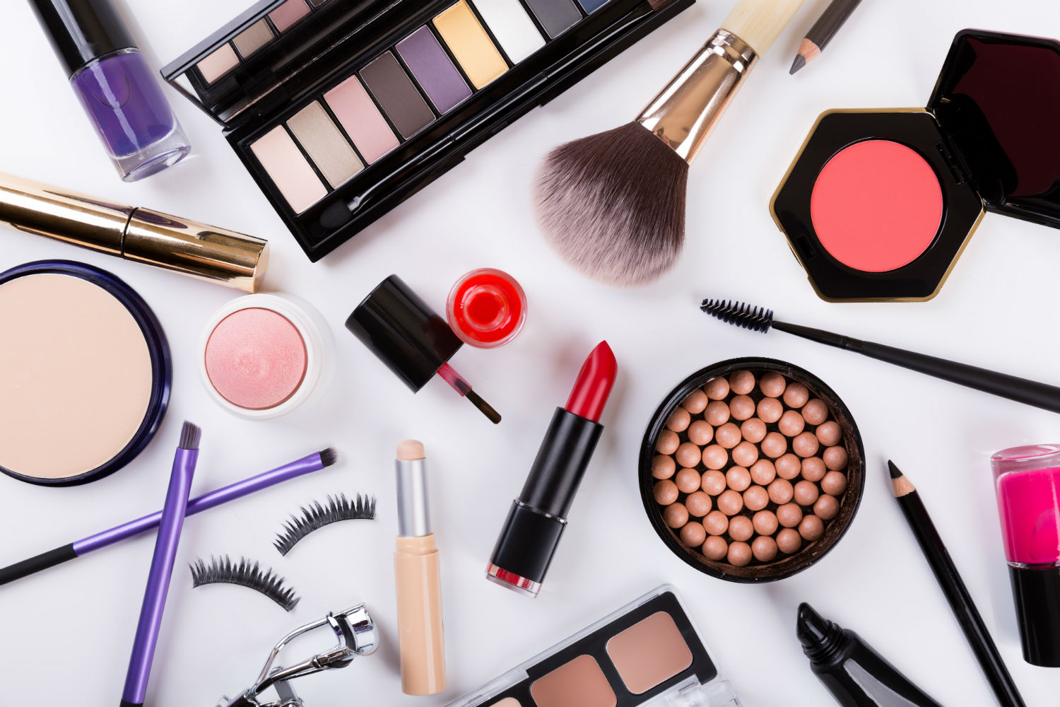 MAKE-UP: THE BEST ALLY OF WOMEN SINCE THOUSANDS OF YEARS