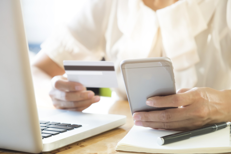 Aumentano gli acquisti online di cosmetici