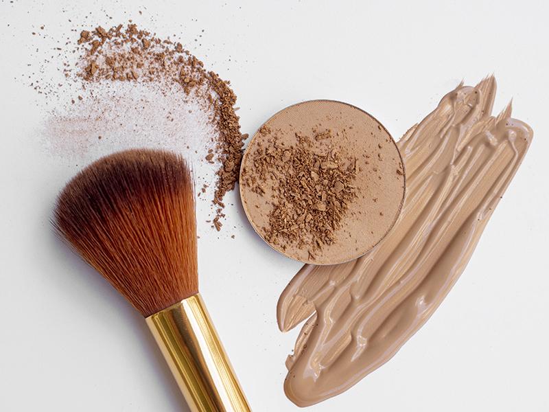 Make-up Trend 2021: foundation and concealer