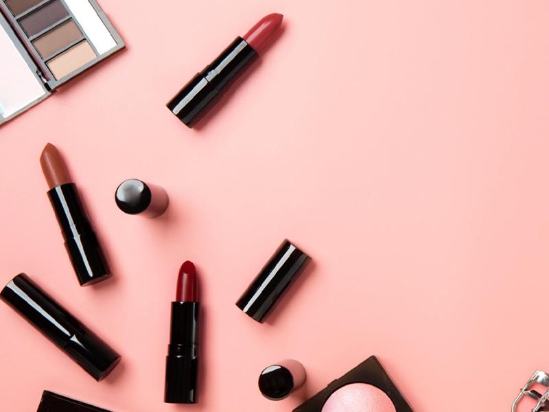 Make-up Trend 2021: nude lipstick